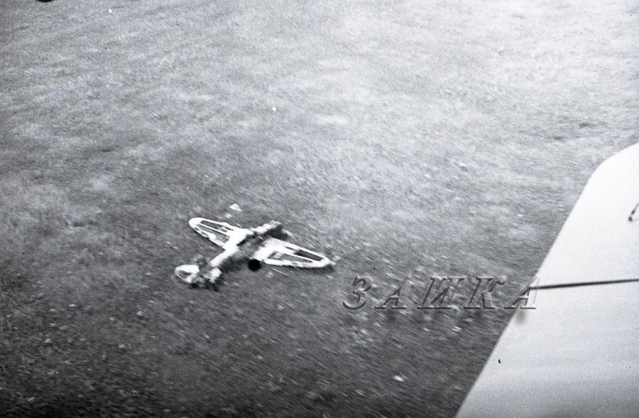 битый Ил-2 в поле копия.jpg
