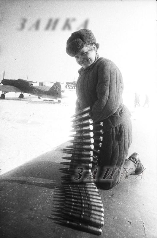 1945 мастер по вооружению Бояшко Евгения Конст копия.jpg