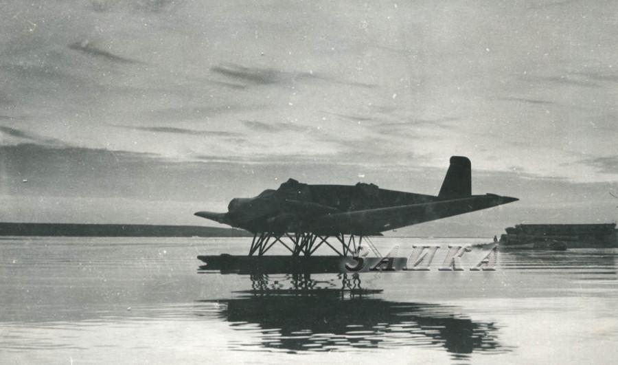 ЮГ-1 на поплавках копия.jpg
