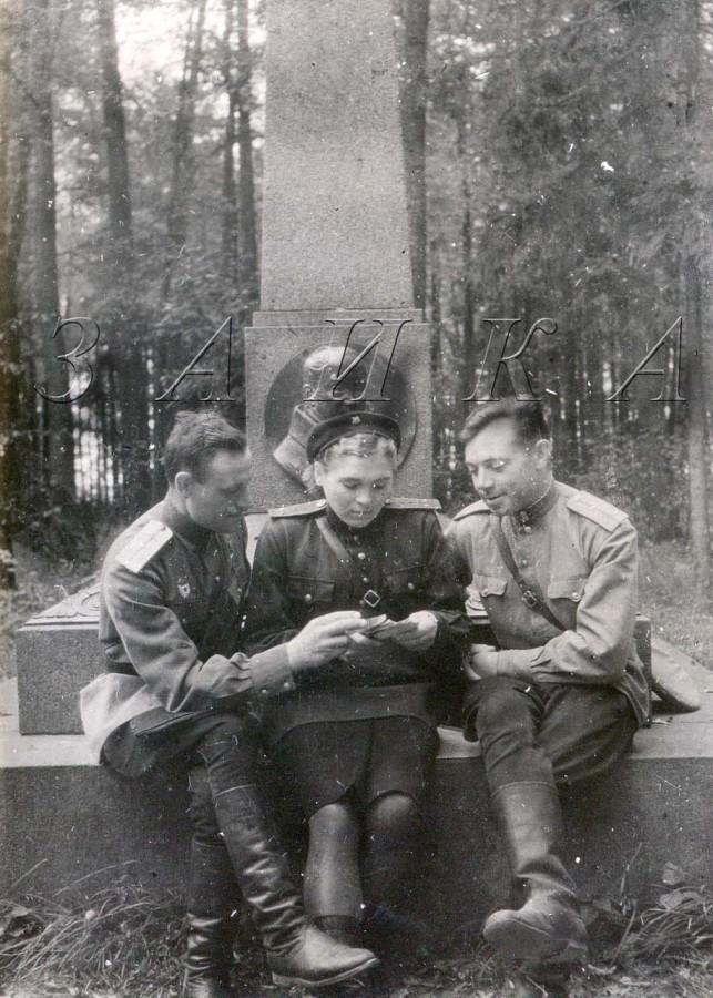 у памятника Жуковскому остафьево копия