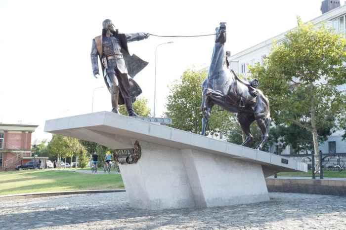 Новороссийск. Памятник Исход