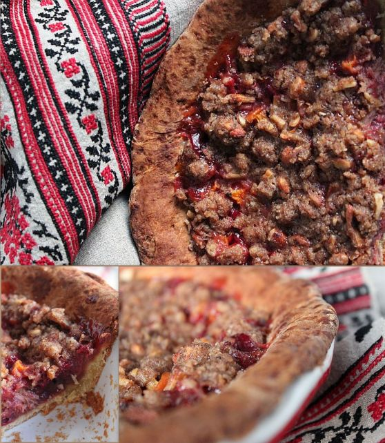 Rhubarb pie with sour cream (collage)