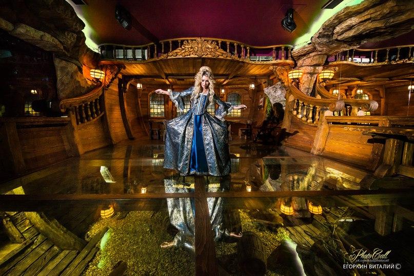 """Зал """"Затонувший корабль"""" в Замке Гарибальди. Фотопроект """"Герцогиня"""". Фото Виталмя Егоркина"""