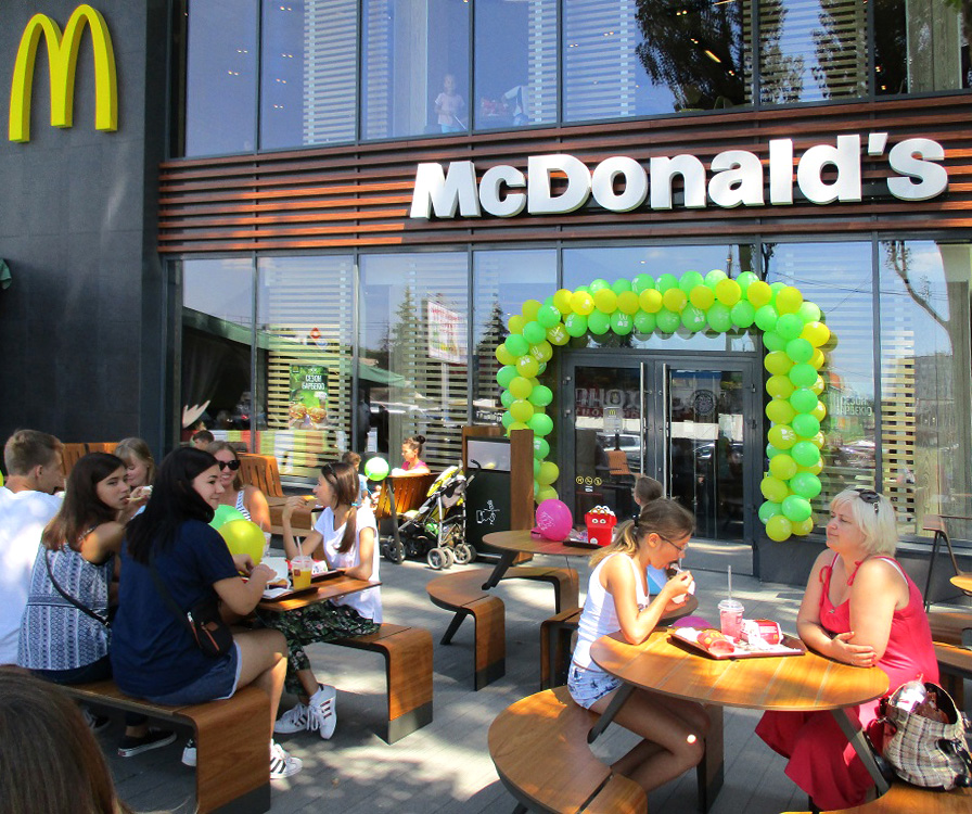 entry of mcdonalds corporation into communist