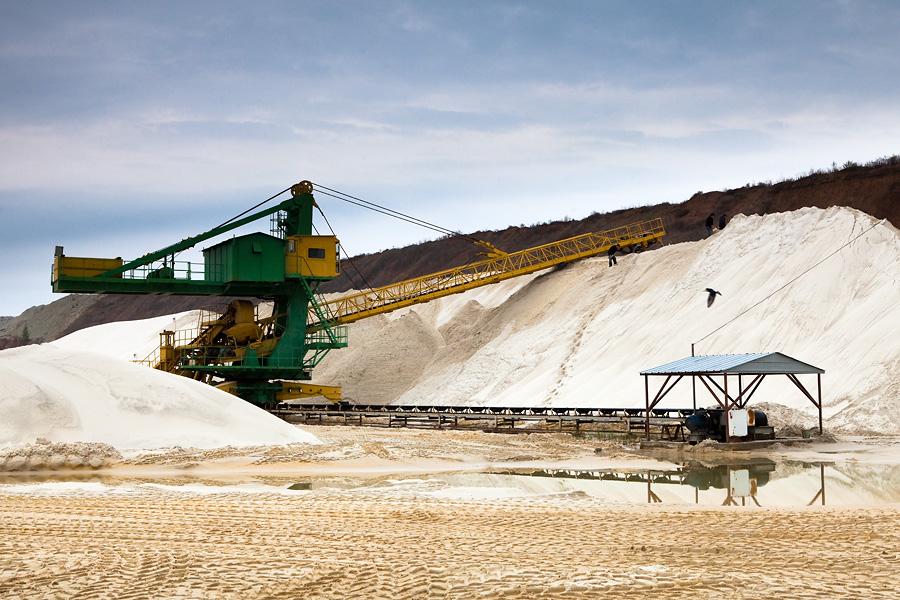 Как добывают и обогащают песок
