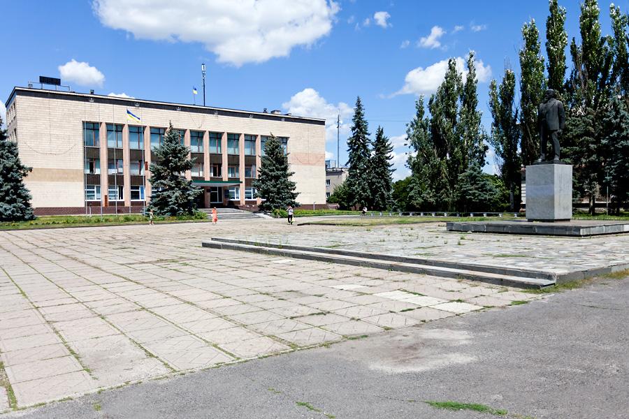 Нацполиция задержала гражданина, который облил краской памятник Ленину в Изюме на Харьковщине - Цензор.НЕТ 4068