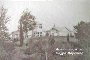 32. Дача Соловцова. На участке перед дачей была разбита первая в Российской империи эксперементальная плантация чая.