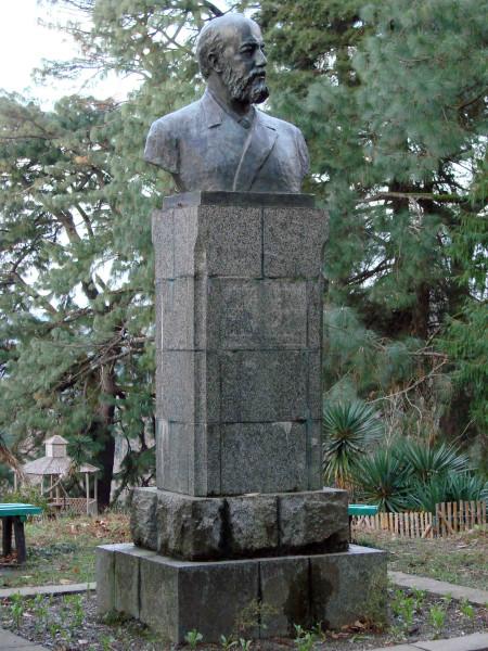 107. Памятник основателю Батумского ботанического сада А. Н. Краснову.