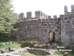 15. Гонио. Крепостная  стена.