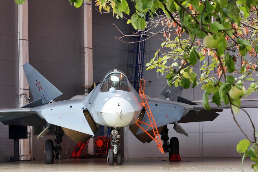 ZAVODFOTO из ЖЖ: ПАК ФА, он же Т-50 впервые вблизи