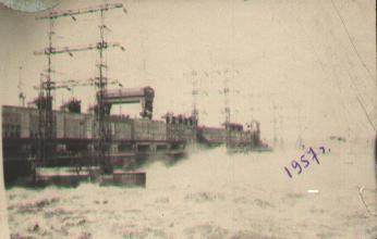 2 Фото первого спуска воды на КамГЭС, 1957год