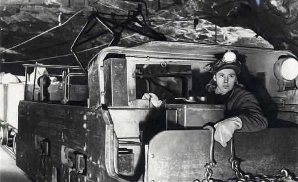 1 В 1936 году на шахте «Комсомолец» Кизеловского бассейна, впервые в истории каменноугольной промышленности, была произведена отбойка угля посредством воды