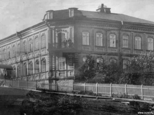 2 начало XX века Заводоуправление, ныне здание почты