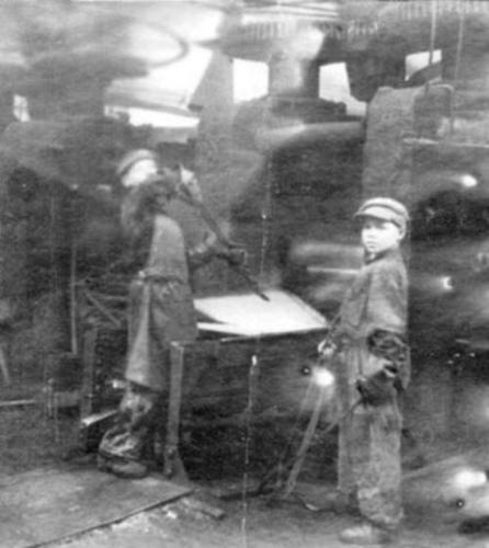 64 Листопрокатный стан. Найданов А.А., Шешуков В.Н. в годы войны. 1943 год (предположительно)