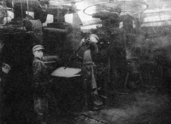 65 Молодые рабочие листопрокатного цеха. 1943 год