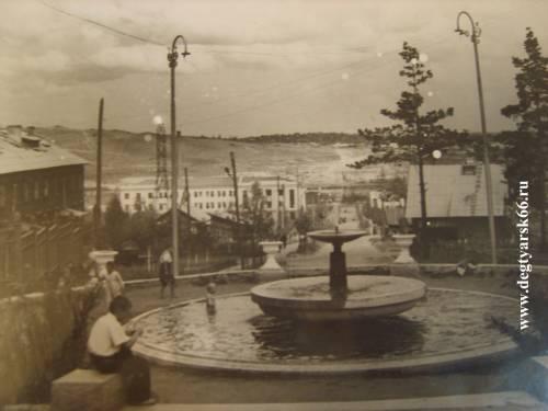 25 Дегтярск. Вид на здание Рудоуправления. 1958 год