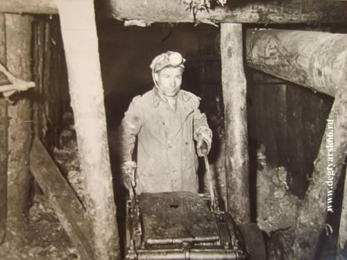 26 на фото изображен Сепин Н.П. (возможно Селин Н.П.) в шахте в 60-е гг.