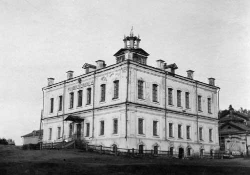 2 Здание главного управления Сысертского горнозаводского округа (ныне в здании - краеведческий музей)