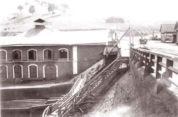 6 Плотинная насыпь и корпус генераторов Сысертского завода
