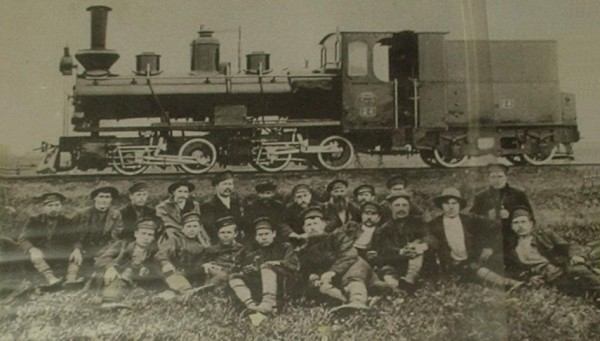 7 Рабочие механических железнодорожных мастерских в 1909 году.