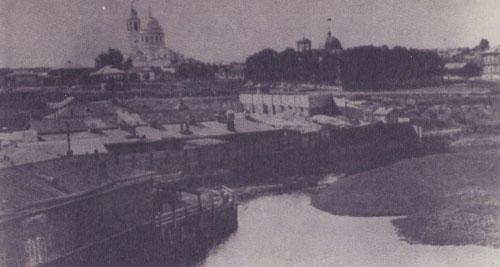 3 Верхняя Салда конца XIX века. Видны храм Иоанна Богослова и заводская контора