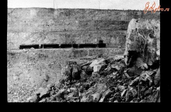 5 Большой карьер Баженовского месторождения по добыче асбеста из змеевиков. Возле г.Асбест. 1954 год