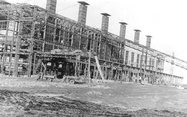 4 Строительство первой очереди завода. Цех N 1. (сейчас ОАО «Серовский завод ферросплавов» )