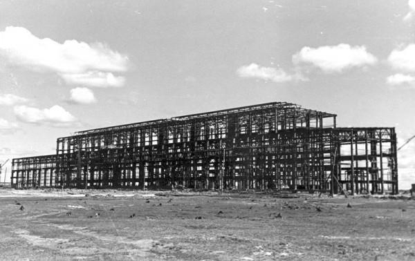 5 Строительство первой очереди завода. Цех N 1. (сейчас ОАО «Серовский завод ферросплавов» )