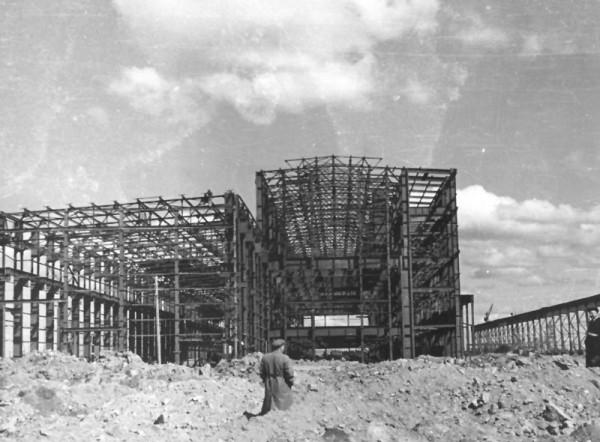 6 Строительство первой очереди завода. Цех N 1. (сейчас ОАО «Серовский завод ферросплавов» )