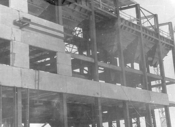12 1960 год. Строительство цеха N 2 (сейчас ОАО «Серовский завод ферросплавов» )