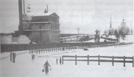 1 Шайтанский завод. На фото видна заводская домна, скрытый льдом пруд и церковь Петра и Павла на холме. Начало XX века.