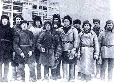 23 Первая  молодёжная  бригада строителей Новотрубного завода.