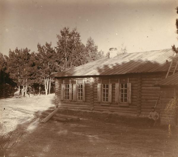 14 С. М. Прокудин-Горский. Сторож у сторожки при Закаменном разрезе. 1909 год