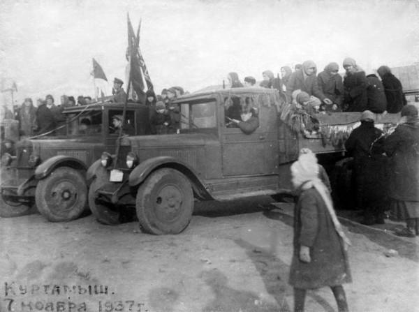 6 Пл. Революции. Куртамыш. Праздник 7-е Ноября. 1937 г.