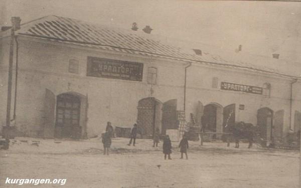 10 здание Уралторга и верхние торговые ряды, 1928 год.