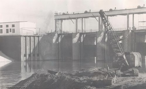 11 На строительстве плотины