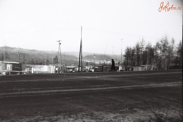 5 Вагончики и балки работников одной из многочисленных организации, размещённые возле дороги на Якутск,идущей через город