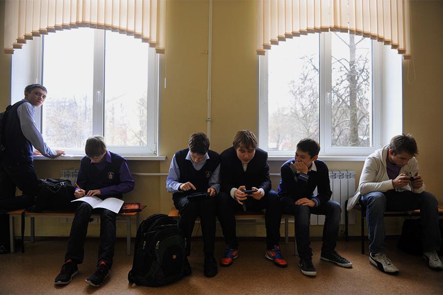Картинки по запросу телефоны в школе