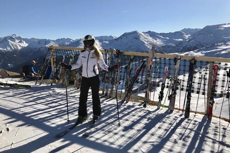 Сколько стоит покататься на лыжах в Австрии, а сколько на Красной Поляне