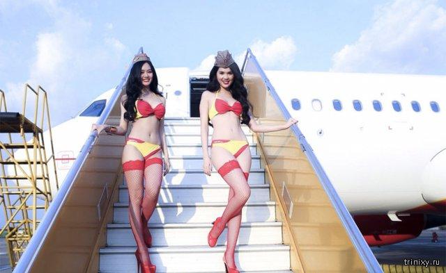 Вьетнамские стюардессы в бикини. Хотели бы так лететь?