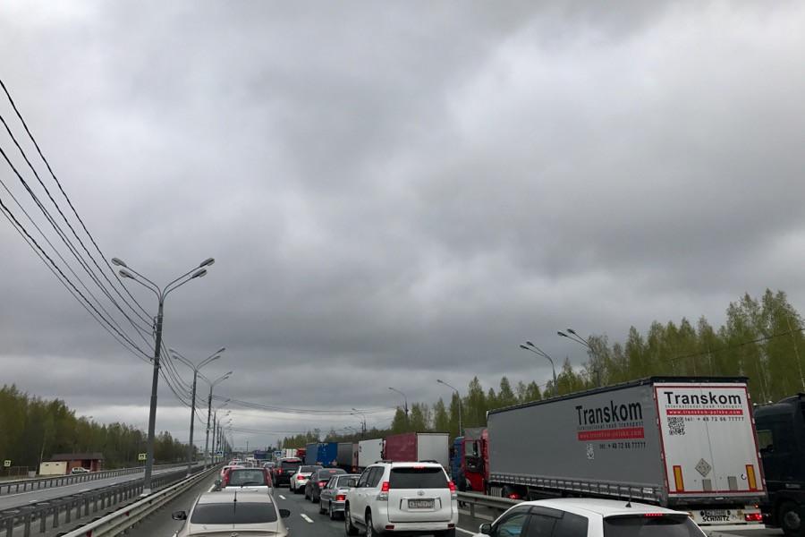 Огромные очереди на границе Россия- Беларусь
