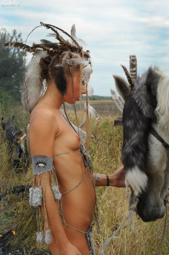 Фото голых диких индейских минетов, видео мокрая пизда под юбкой