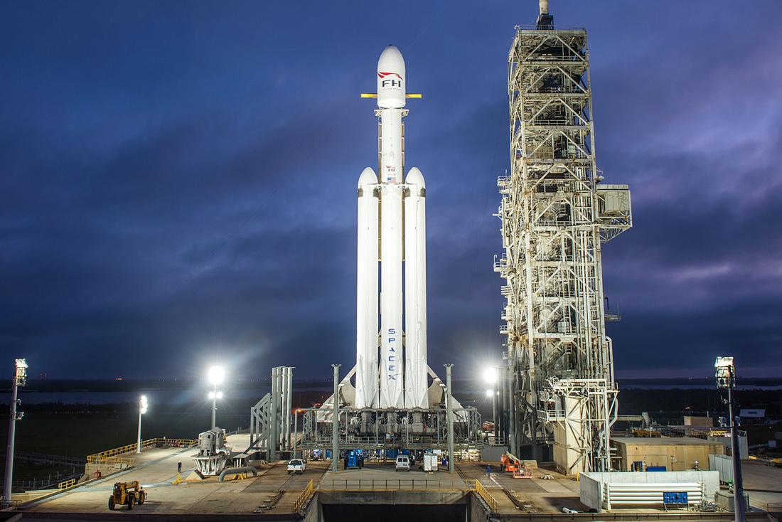 Старт Falcon Heavy в прямом эфире