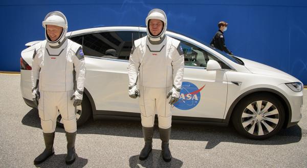 Не сегодня! Американцы летят в космос со своего батута