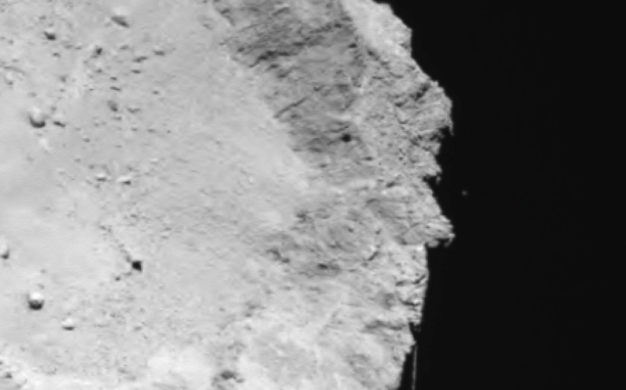 Philae_above_the_comet