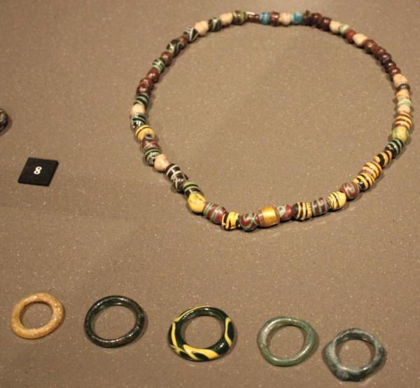 Ожерелье и кольца