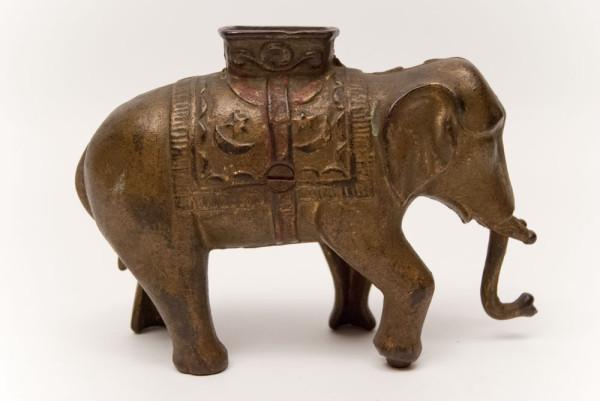 Elephant_Swings_Trunk_Large_Antique_Cast_Iron_Mechanical_Bank_04
