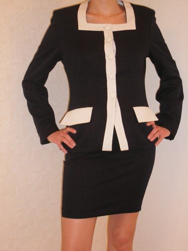 сине-белый офисный костюм_вид спереди