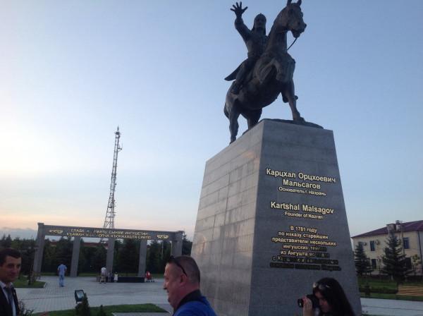 Заказать памятник Назрань Ваза. Лезниковский гранит История и культура