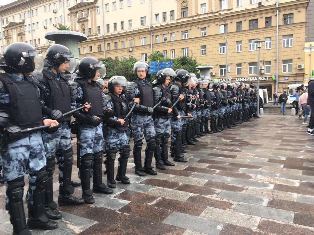 Берегите полицейских, они ваши сыновья